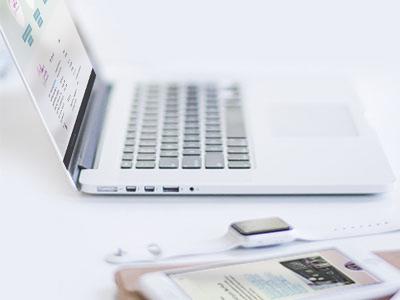 VP Design - Portfolio Website Design - Geboortezorg Lelystad en Verloskundigenpraktijk 't Kleine Wonder - Laptop en telefoon
